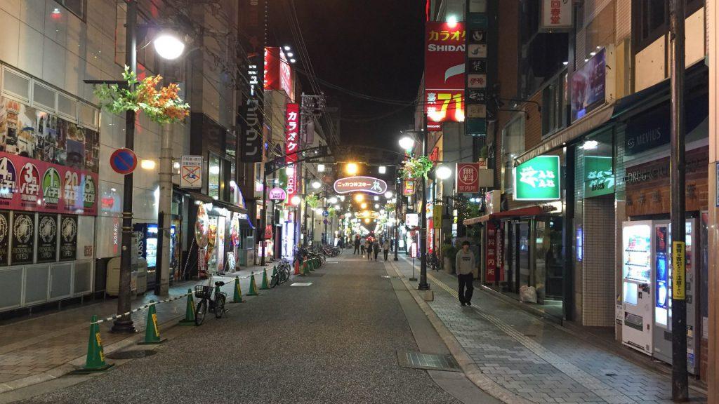 Ruhige Strassen am Abend in Hiroshima Japan