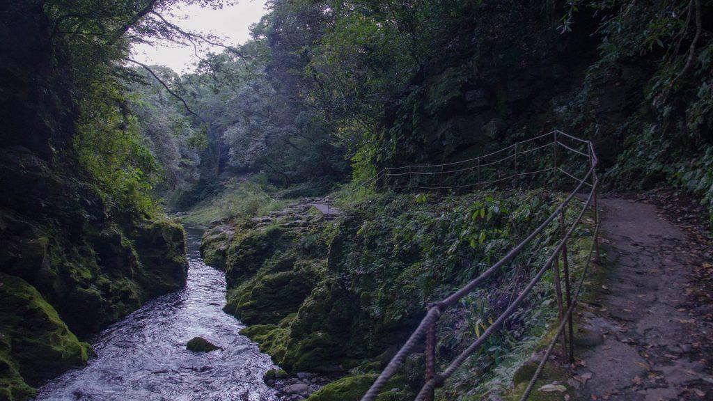 Wanderweg und Schlucht in Takachiho Japan