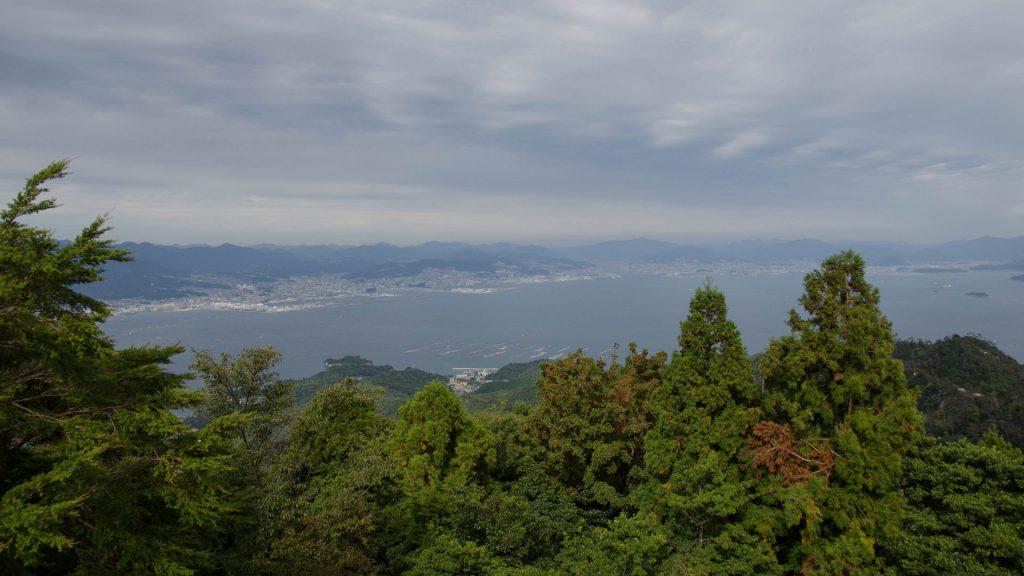 Aussicht von der Bergspitze in Miyajima Japan