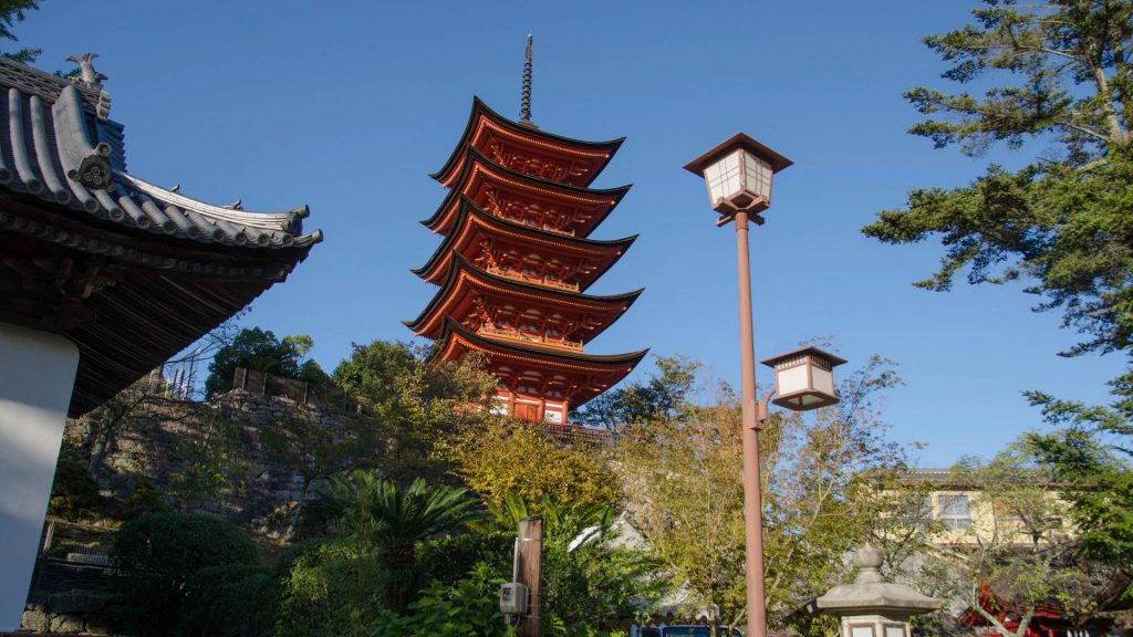 Fuenfstoeckige Pagode in Miyajima Japan