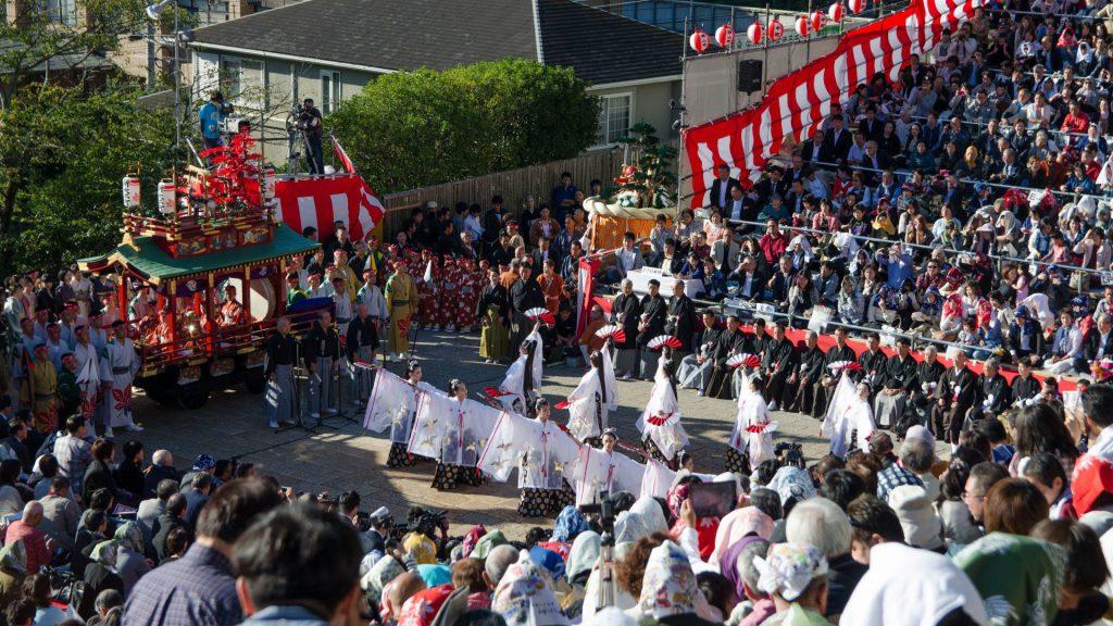 Traditioneller Tanz beim Okunchi Festival in Nagasaki Japan