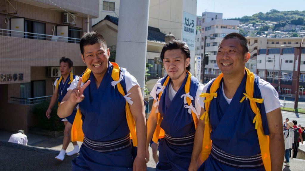Schreintraeger beim Okuchi Festival in Nagasaki Japan