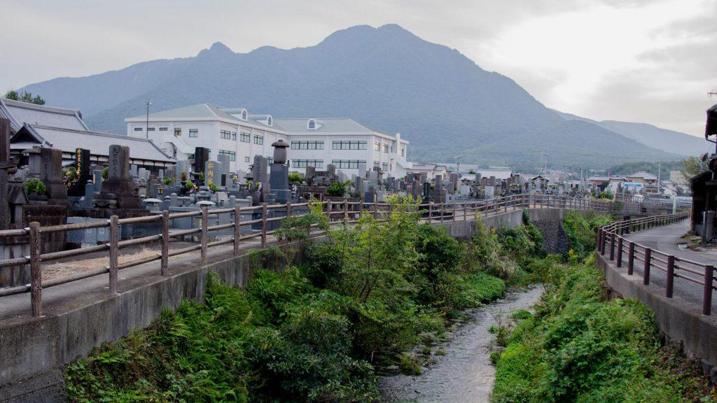 Friedhof und Fluss-Ansicht in Shimabara Japan