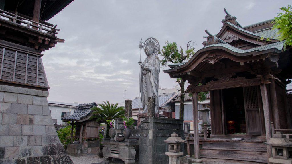 Statue und Tempel in Shimabara Japan