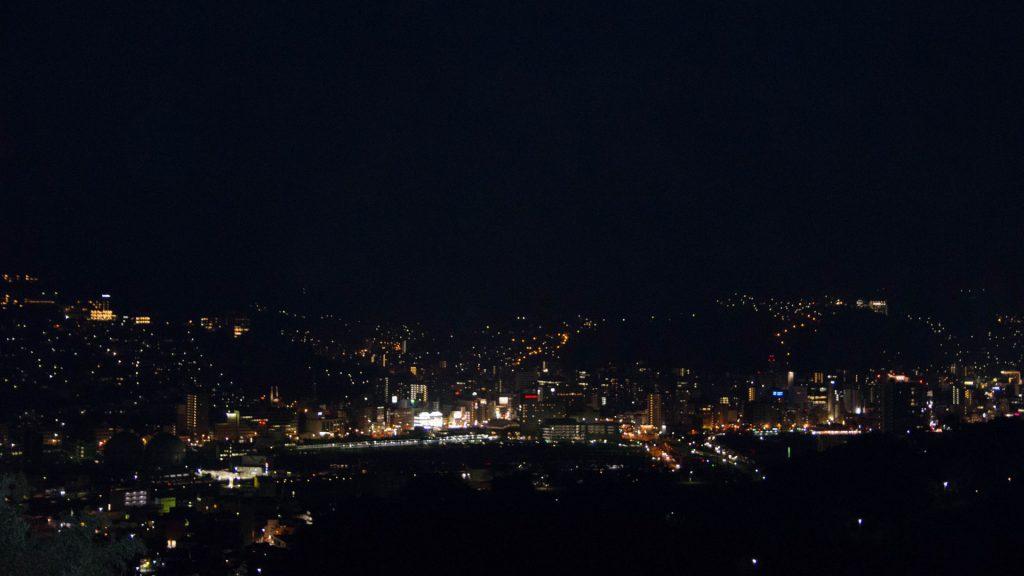 Nachtansicht vom Berg in Nagasaki Japan