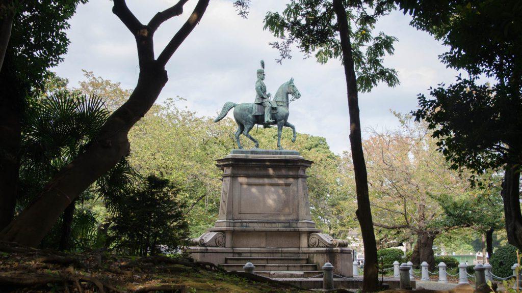 Prinz Komatsu Akihito-Statue