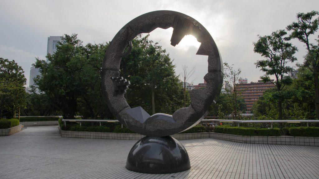 Kunst beim Regierungsgebaeude in Tokyo