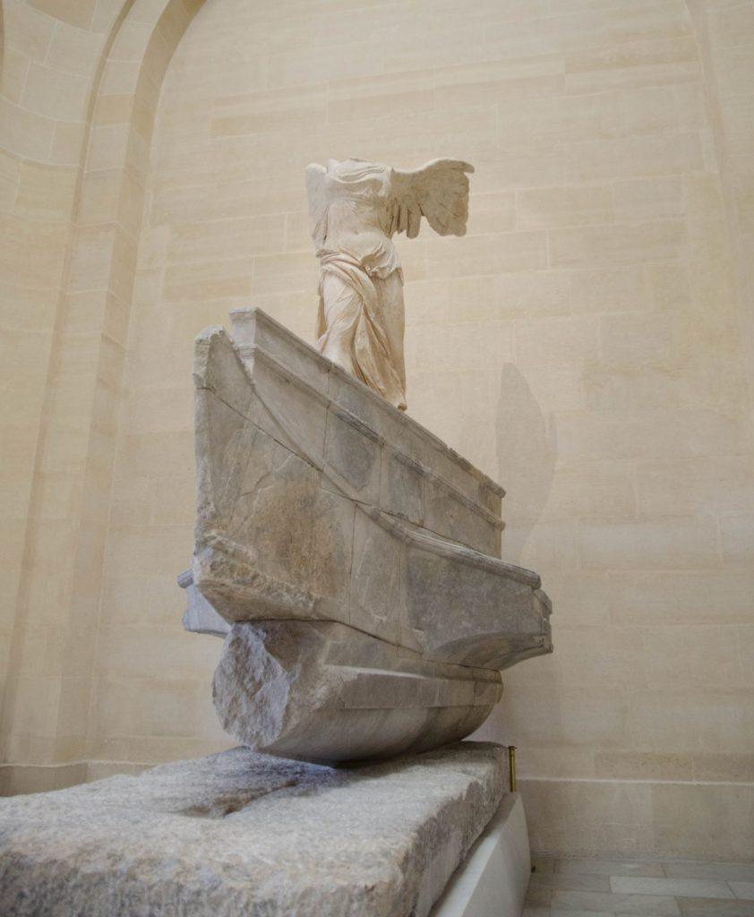 Gekoepfter Engel im Louvre in Paris