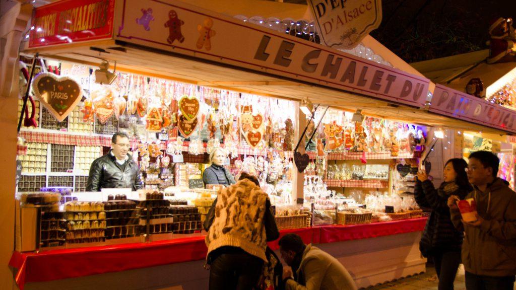 Suessigkeiten-Marktstand in Paris